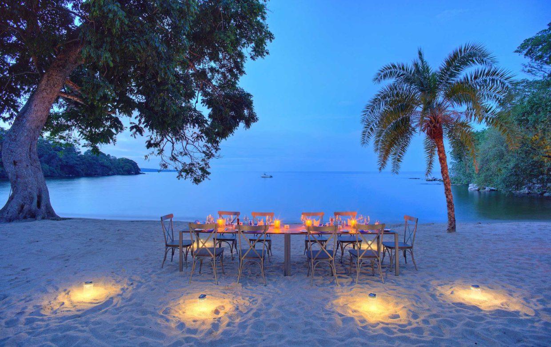 Rubondo Island diner op het strand